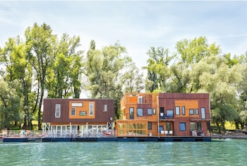 Picture of ArkaBarka Floating Hostel and Apartments in Belgrade