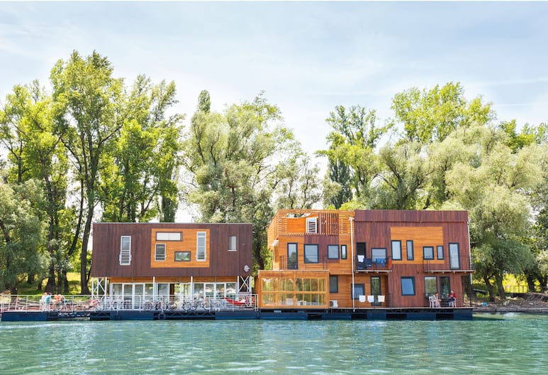 ArkaBarka Floating Hostel and Apartments, Belgrade