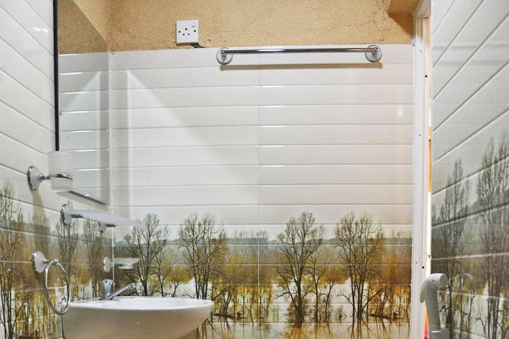 Dvojlôžková izba typu Deluxe, 1 veľké dvojlôžko - Kúpeľňa