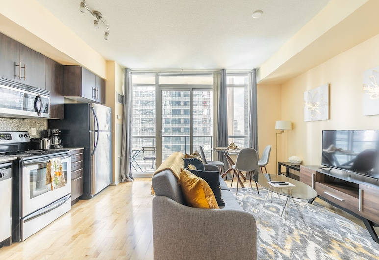 Simply Comfort. Maple Leaf Square, Toronto, Deluxe Apartment, 1 Bedroom, Kitchen, City View, Living Area