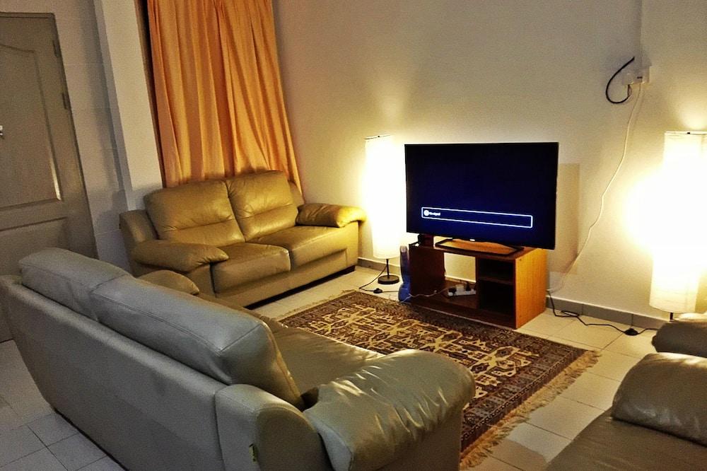 Comfort Apartment, 2 Bedrooms, Courtyard Area - Living Area