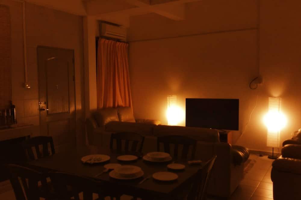 Comfort Apartment, 2 Bedrooms, Courtyard Area - In-Room Dining