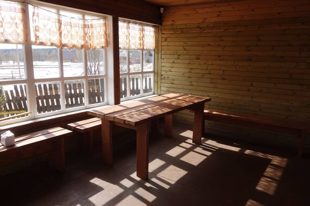 Κατάλυμα σε Αγροικία, 4 Υπνοδωμάτια - Γεύματα στο δωμάτιο