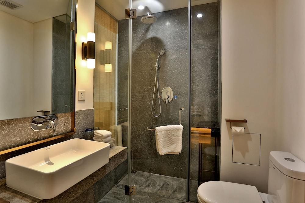 Premium Double Room, 1 Bedroom, Non Smoking, Refrigerator - Bathroom