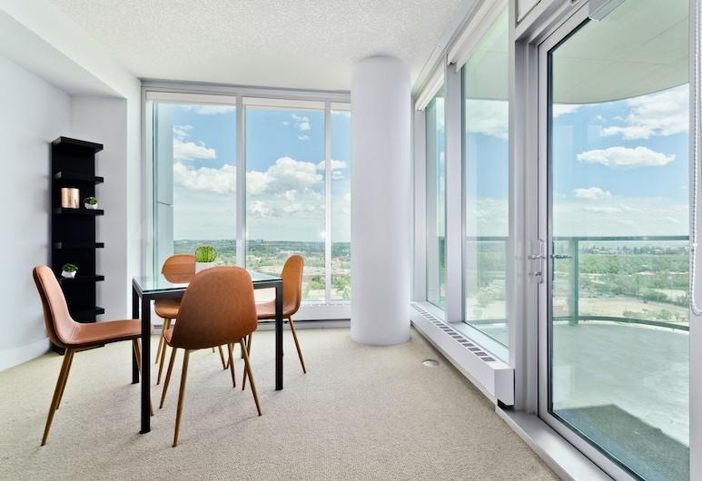 سويت ديجز أريفا, كالجاري, جناح تنفيذي - غرفة نوم واحدة - منظر للمدينة, تناول الطعام داخل الغرفة
