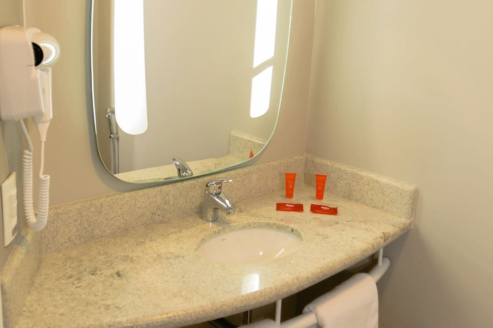 Standard Apartment, 1 Double Bed - Bathroom Sink