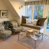 Luxury Loft, 1 Queen Bed, Garden View - Living Area