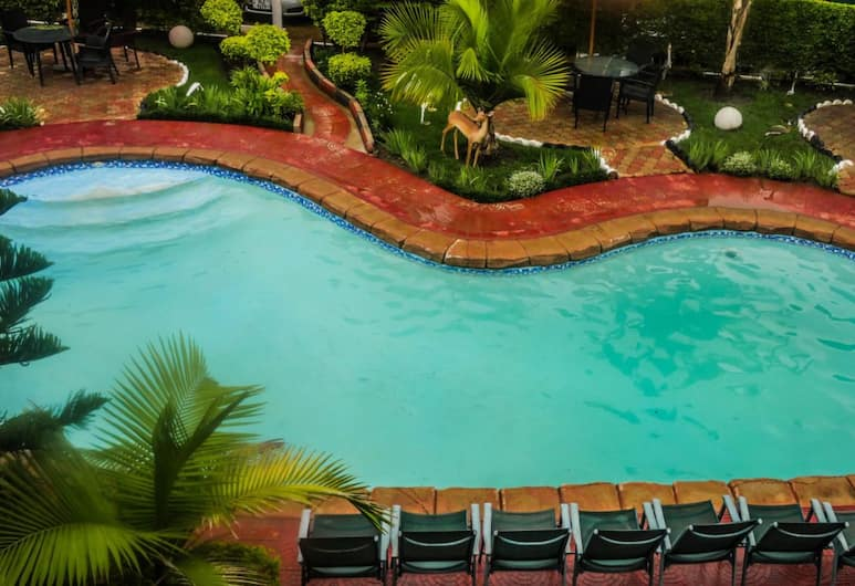 Nomad's Court Lodge, Lusaka, Outdoor Pool