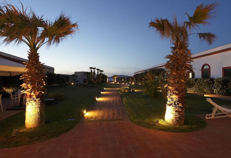 I Pretti Resort, Favignana, Garden