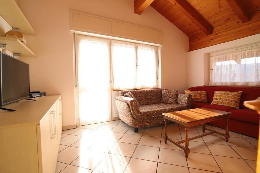 Apartment, 3 Bedrooms, Tower - Living Area