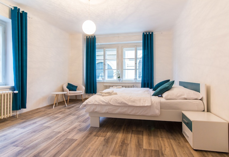 Charles bridge apartment, Prague, Deluxe Apartment, 3 Bedrooms, Kitchen, City View, Room