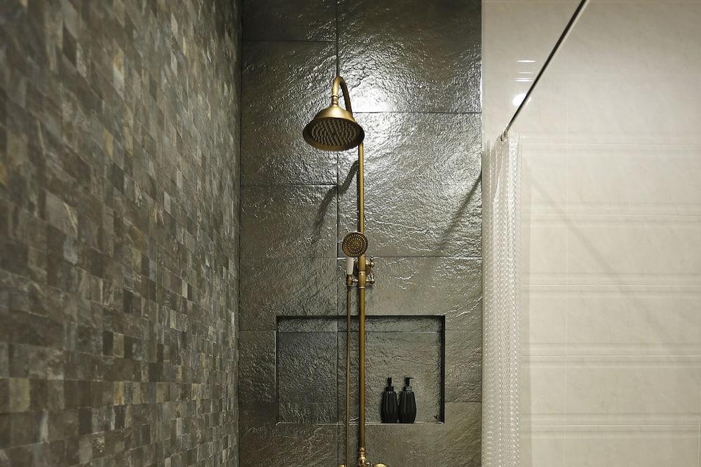 Standard Quadruple Room - Bathroom