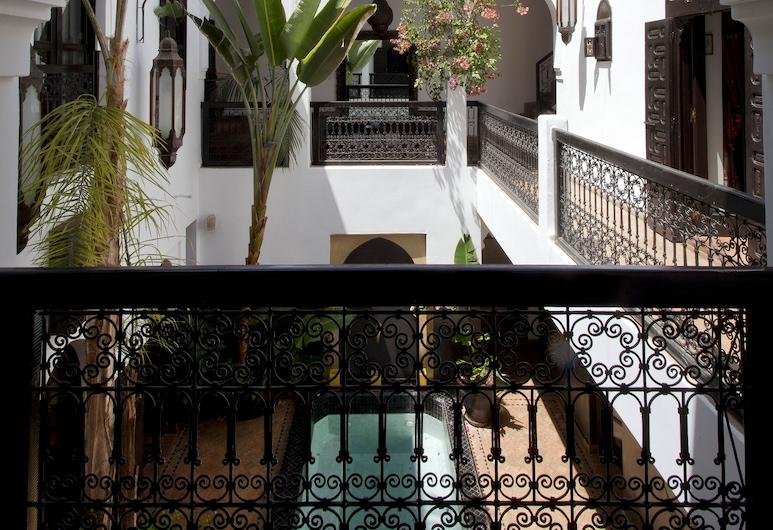 دار أمانزا, مراكش, في المنطقة الخارجية