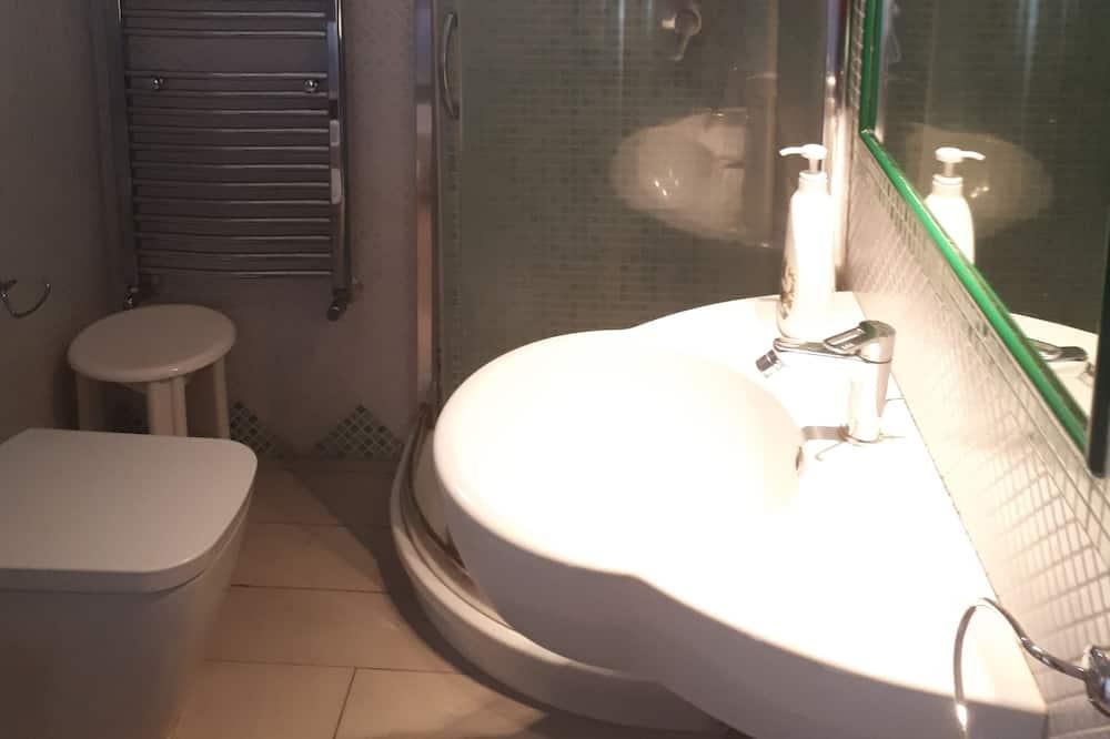 Triple Room, Private Bathroom (External Bathroom) - Bathroom