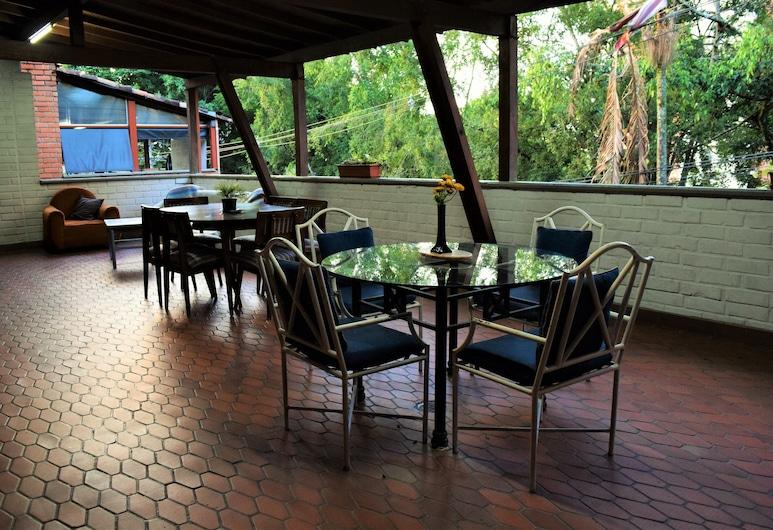 Inn Medellin Hostal - Hostel, Medellin, Standard Room, Private Bathroom, Living Room
