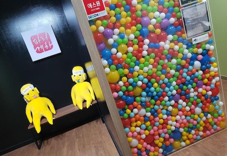 파티 게스트하우스 - 호스텔, 부산광역시, 내부 입구