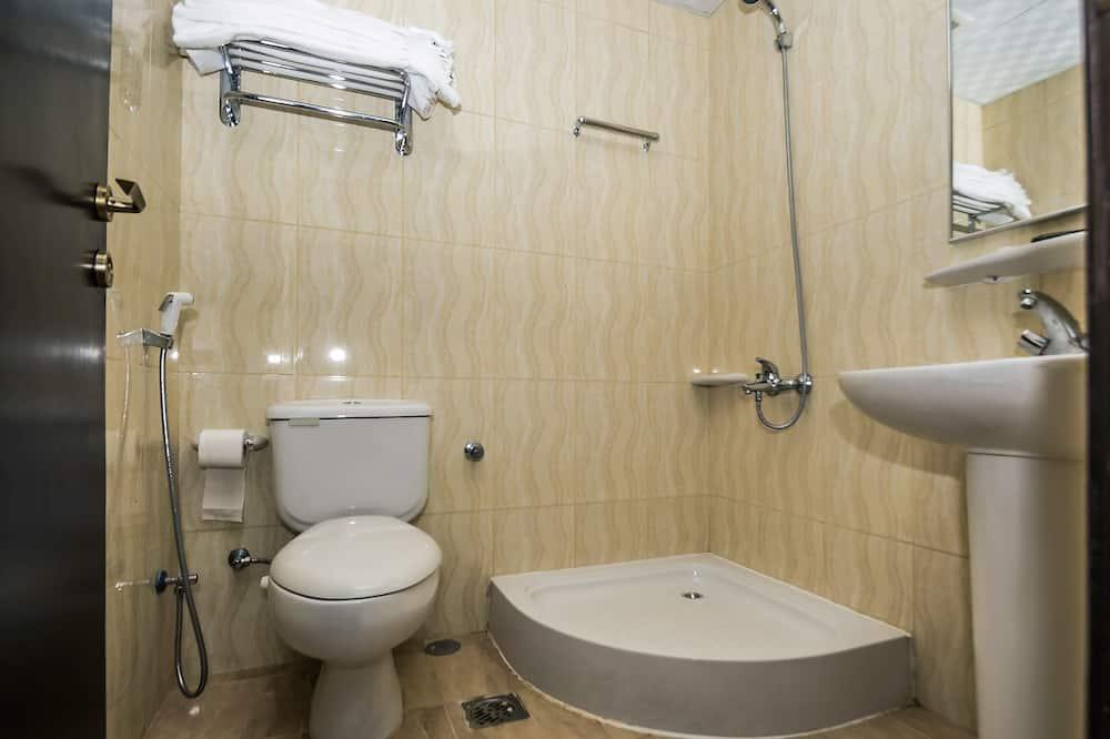 豪華雙人或雙床房, 1 間臥室, 雪櫃, 城市景 - 浴室