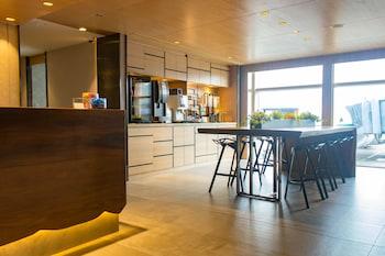 Obrázek hotelu Transit Resting Lounge by Aerotel ve městě Chek Lap Kok