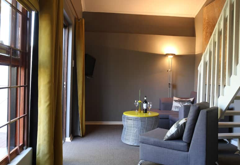 Lucky Bean Guest House, Johannesburg, Suite, Pool View, Living Area