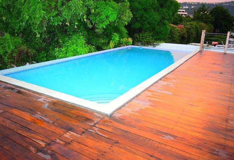 New Kingston Luxury Apt The Bromptons, Kingston, Outdoor Pool