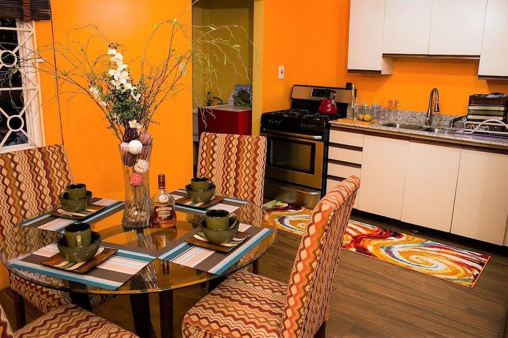 Departamento exclusivo, 2 habitaciones, vista a la montaña - Servicio de comidas en la habitación