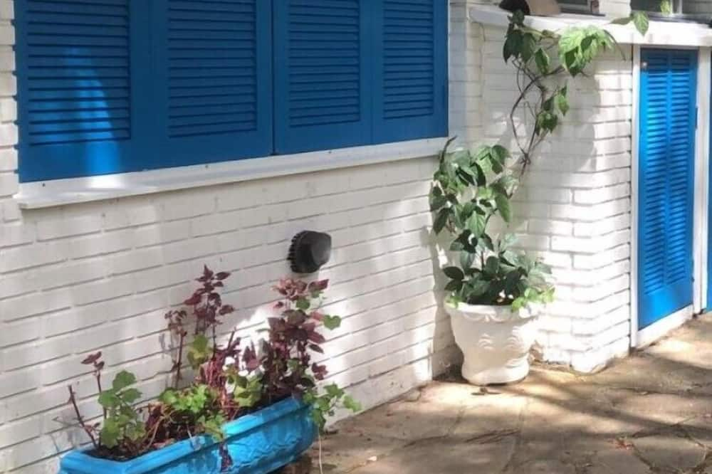 Двухместный номер с 1 двуспальной кроватью - Вид на двор