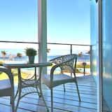 Двомісний номер категорії «Комфорт», 1 двоспальне ліжко, з балконом, з видом на море - Номер