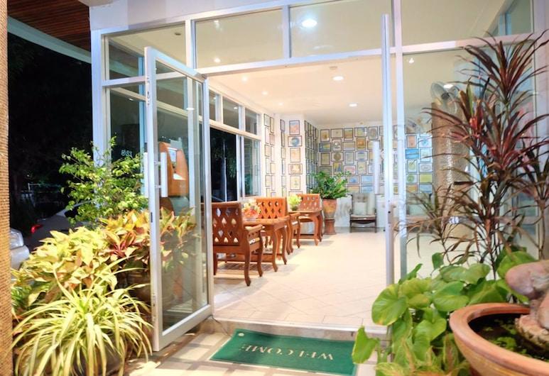 Lomsabai Apartments, Chonburi, Front of property - evening