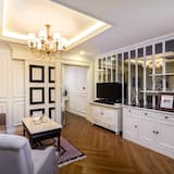 Luxury 1 Bedroom Apartment - Living Area