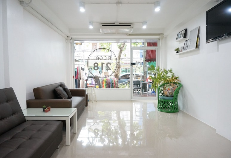 ROOM 218 - Dorm for rent - Adults Only, Bangkok, Sitzecke in der Lobby