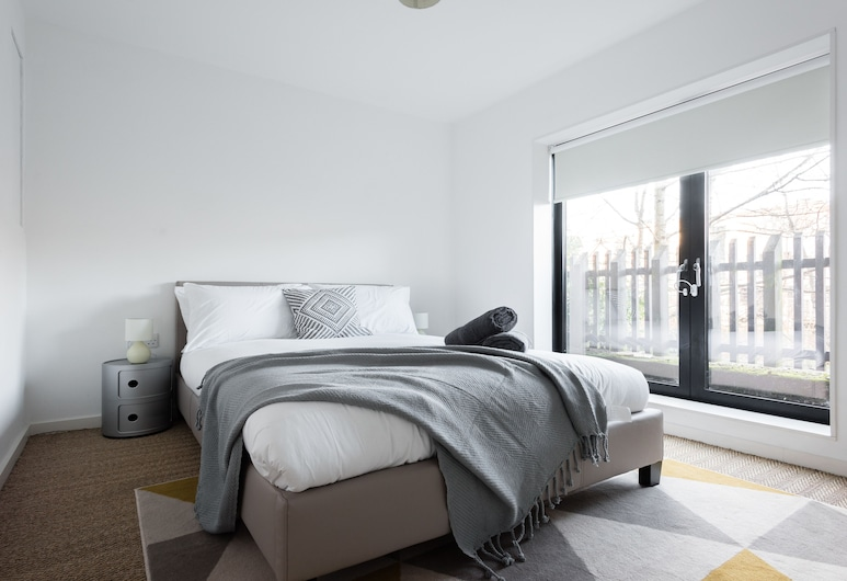 The Cliffside Loft - Distinctly Modern 3BDR Riverside Home, Bath