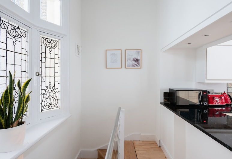 The Queensway Retreat - Modern & Bright 2BDR Home, London, Apartment, 2 Bedrooms, 2 Bathrooms, Private kitchen