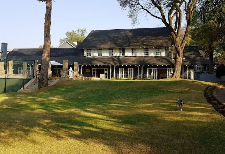 Treehouse On Maple - Bed And Breakfast, Sandton, Property Grounds