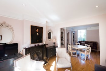 Image de The Writer's Townhouse - Beautiful & Traditional 4BDR in Jericho à Oxford