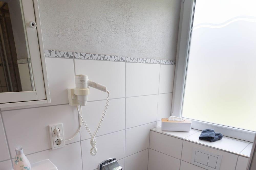 Economy Double Room, Ensuite, River View - Bathroom