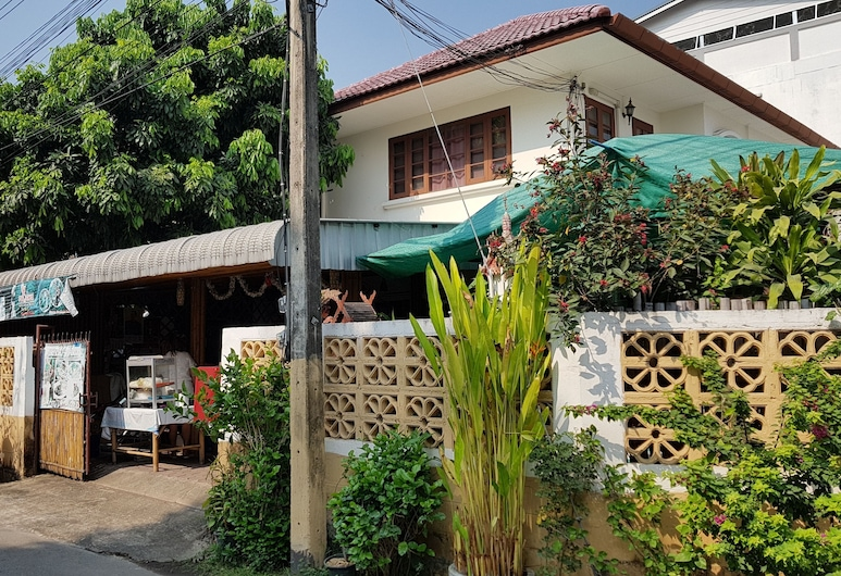 Hug Glur House & Hostel - Adults Only, Chiang Mai