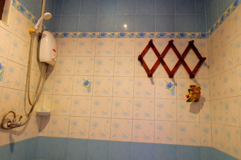 Standard Twin Room - Zuhanyozó a fürdőszobában