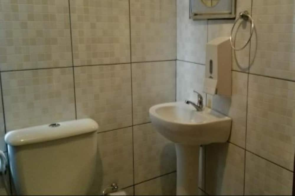 Dreibettzimmer, Mehrere Betten - Badezimmer
