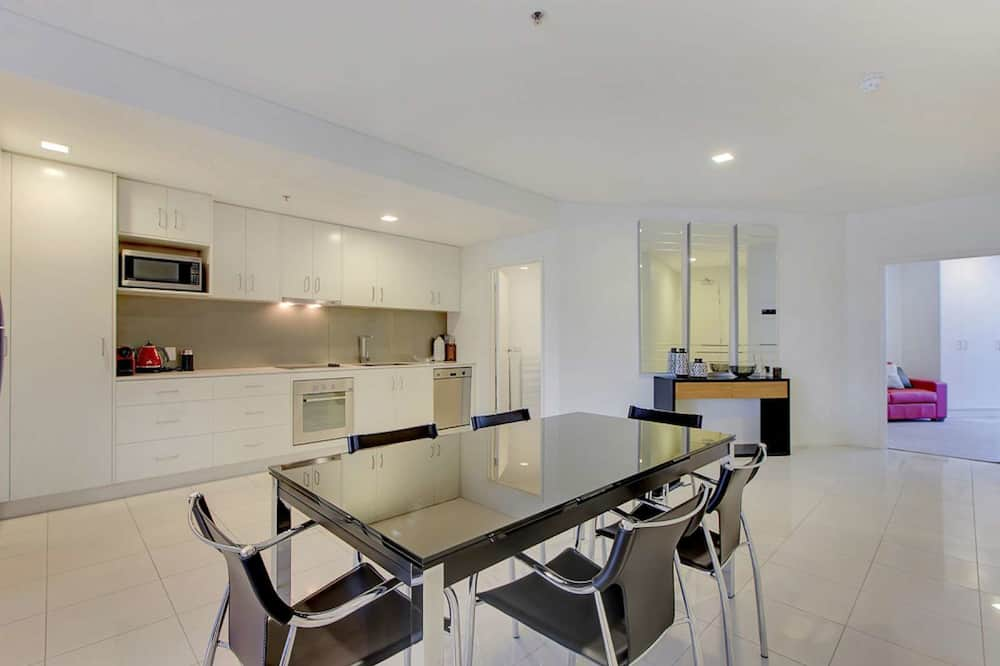Executive Apartment, 2 Bedrooms, City View - In-Room Dining