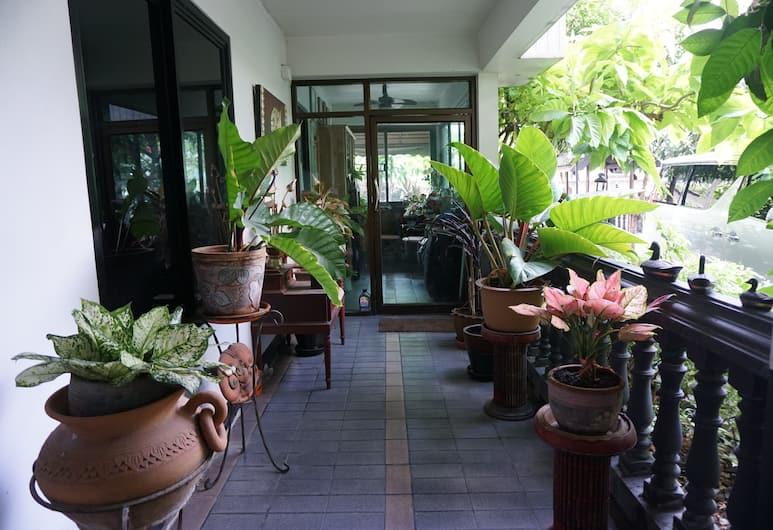 Borarn House, Bangkok, Terasz/udvar