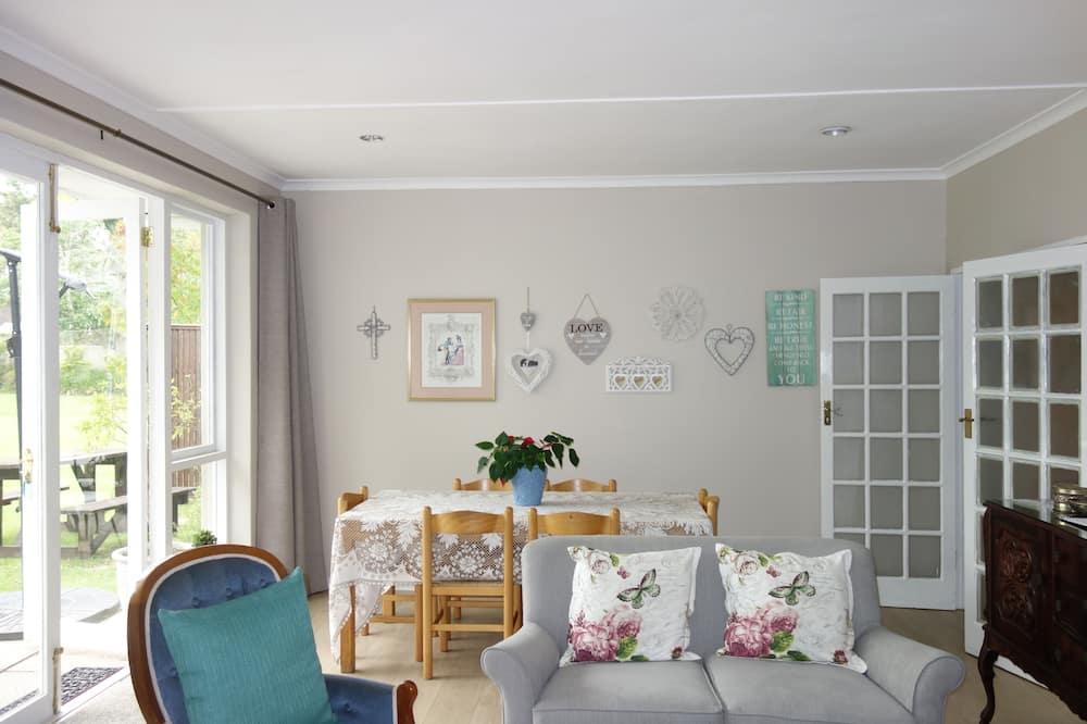 Double Room, 1 Double Bed, Garden View, Garden Area - In-Room Dining