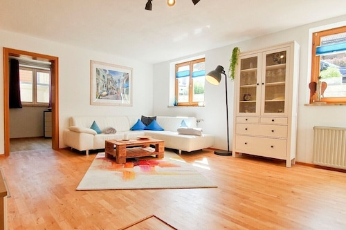 アパートメント-6-(94平方メートル)、バルコニー、キッチンエクストラ、2ベッドルーム、1リビングルーム、最大4名、無線インターネット/
