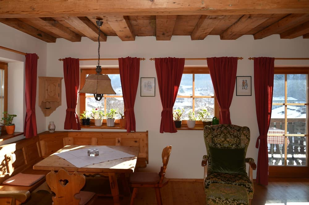 Family Apartment, Multiple Beds, Non Smoking, Mountain View - Living Room