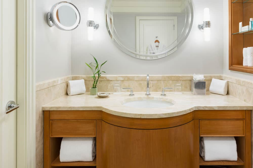 Executive Suite, Harbour View - Bathroom