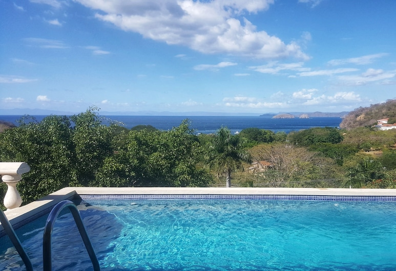 Perfect for Hosting Business Events or Large Families, El Ocotal, Havuz