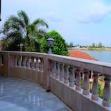 Family Room with Balcony - 露台