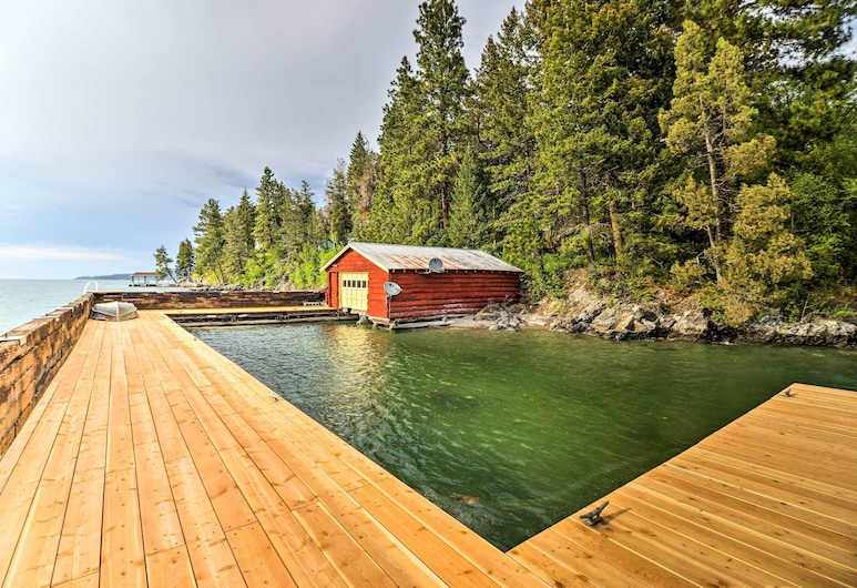 Flathead Lake House w/ Private Beach & Boat Dock!, Polson, Havuz