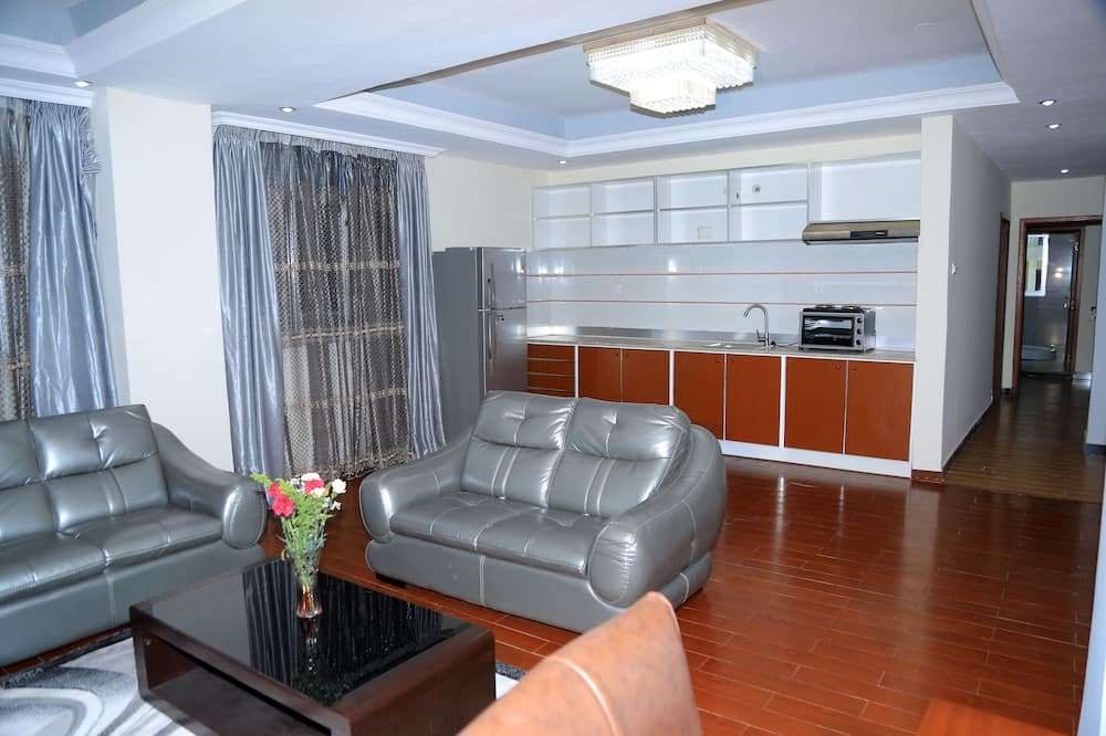 Superior Suite, 2 Bedrooms, Accessible, City View - Living Room