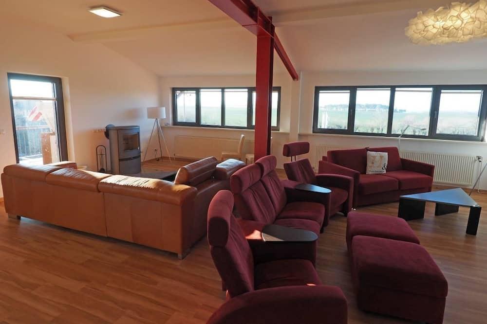 Apartment, 6 bedrooms, 5 bathrooms, sauna, terrace, garden - Phòng khách