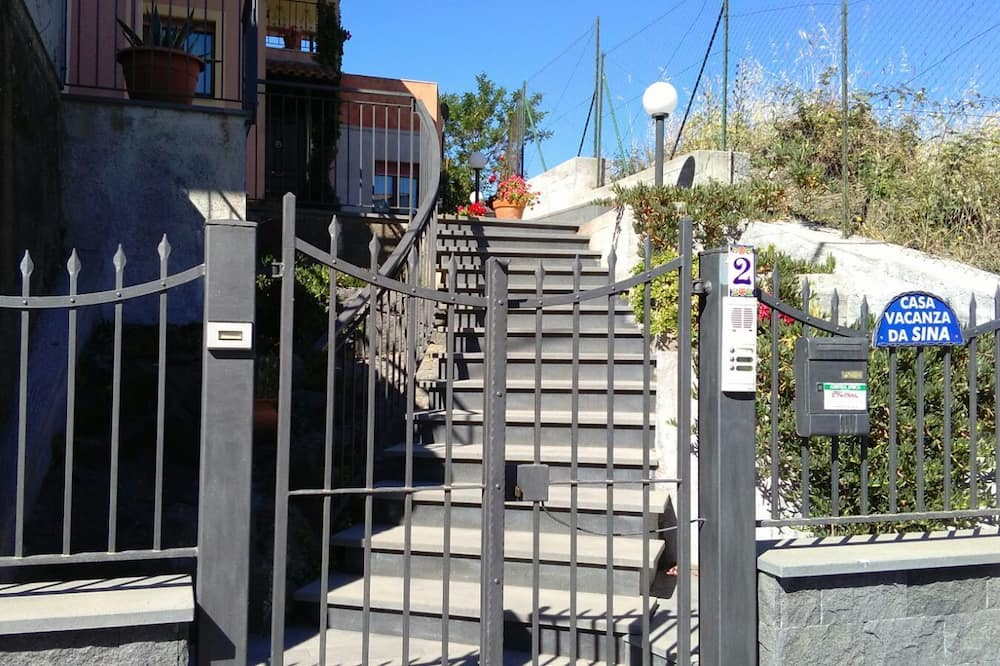 A szálláshely bejárata